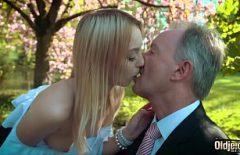 Sex De Vara Intre O Fata Tanara Si Un Mosneag Cu Bani
