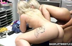 Cand sparge doua pizde blonde domnisoare